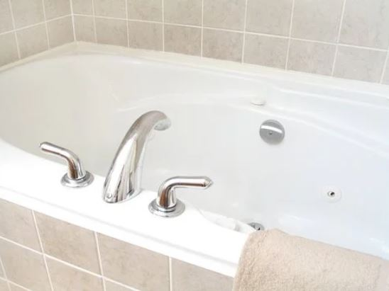 how to clean your bathtub